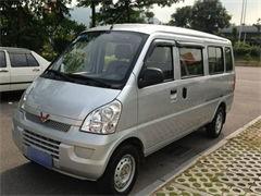五菱荣光七座面包车搬家送货旅游包车欢迎来电咨询