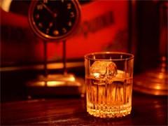 成都回收老酒五糧液88年-長沙回收洋酒路易十三酒瓶