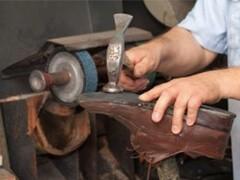 专业修气垫鞋漏气扎破折断坏了修理充气恢复弹性