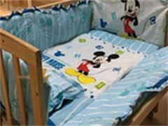 寶寶用實木床和床墊