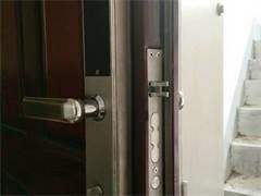 伊春汽车开锁 配汽车钥匙 夜间上门开锁换锁