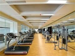 随州大润发集游泳、汗蒸、电影院、格斗为一体的健身房