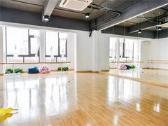 喀什里有專業學舞蹈的培訓學校里專業學爵士舞的DS領舞的