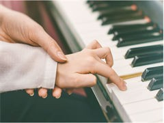 学琴要天天坚持练琴