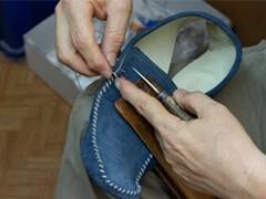 专业修气垫鞋塌陷漏气折断运动鞋漏气充气修复