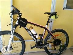 出售9.9成新迪卡龍24速油碟山地自行車