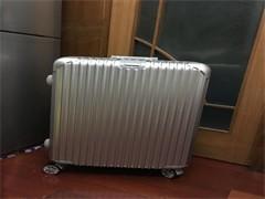 海外箱包一手货源深圳箱包货源