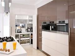陵水縣城飯店轉讓.桌椅,大冷藏柜,冰箱,電磁爐