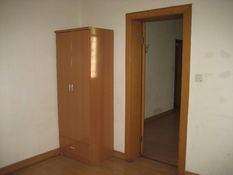 西陵 果园一路计委大院 4室 2厅 130平米 整租