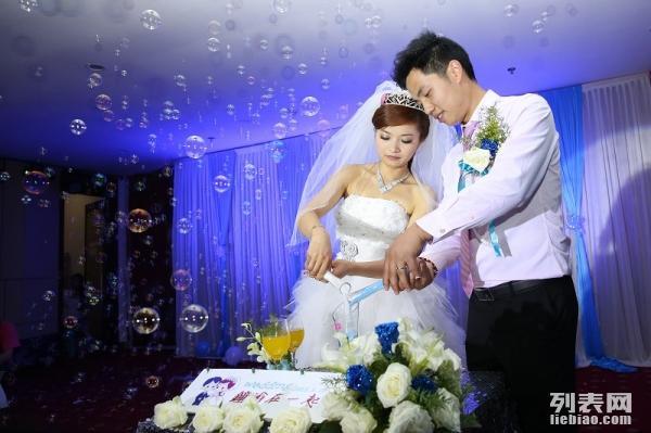 1999元婚庆特价,只需加600打造暗场婚礼