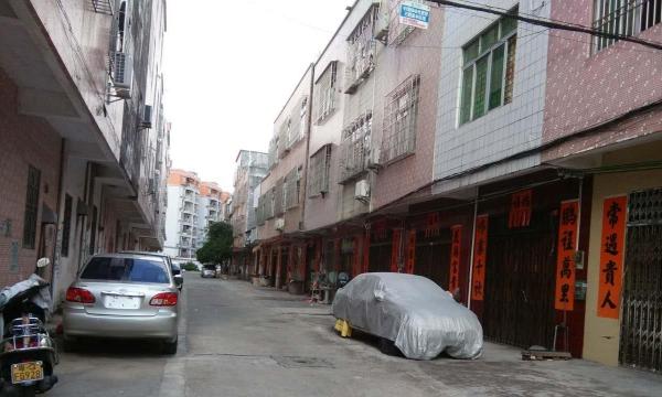 江城万信小区 3室2厅 130平米 简单装修 押一付三