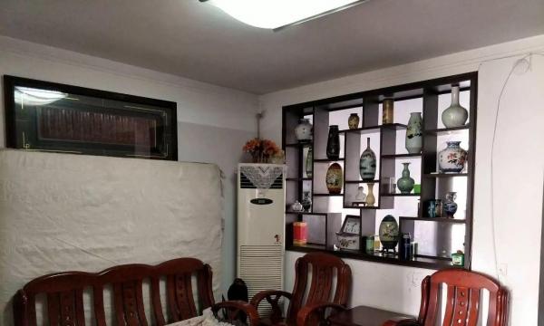 曙光小区 精装修四楼 三室一厅一卫 水电气暖 拎包入住