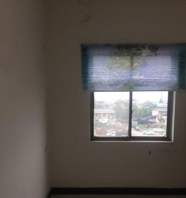 粮食路交通巷 1室民房楼层有卫生间