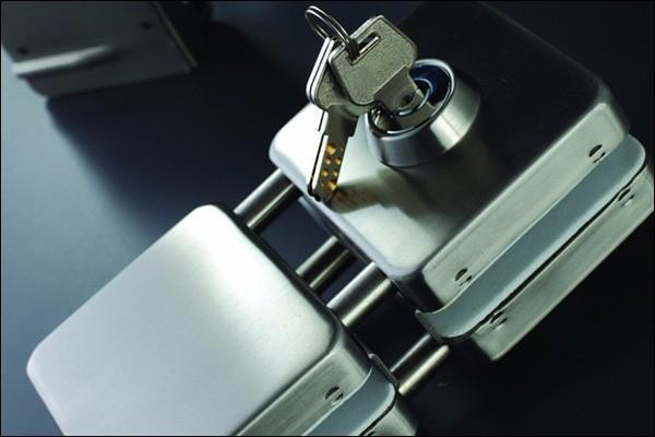 义乌开锁换锁芯修锁 拔断钥匙 安装指纹锁装锁芯24小时服务