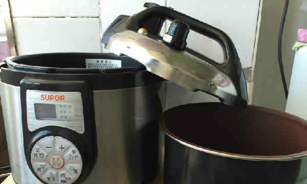 苏泊尔多功能电压锅闲置