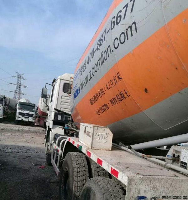 转让 中联重科水泥罐车个人低价出售14年德龙大12方