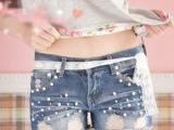 2013新款韩版时尚珍珠破洞装饰蕾丝系带时尚女牛仔短裤8032