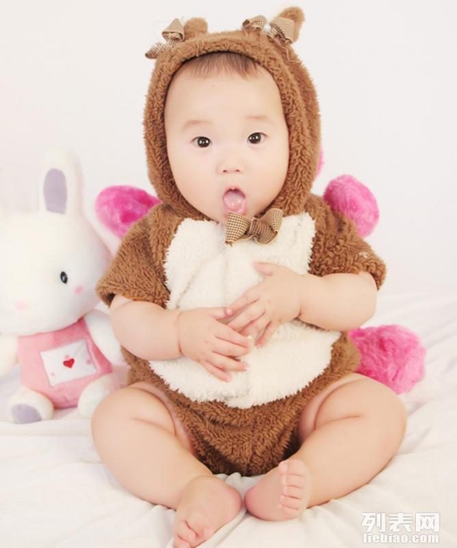 专业儿童摄影拍满月照百天照理胎毛