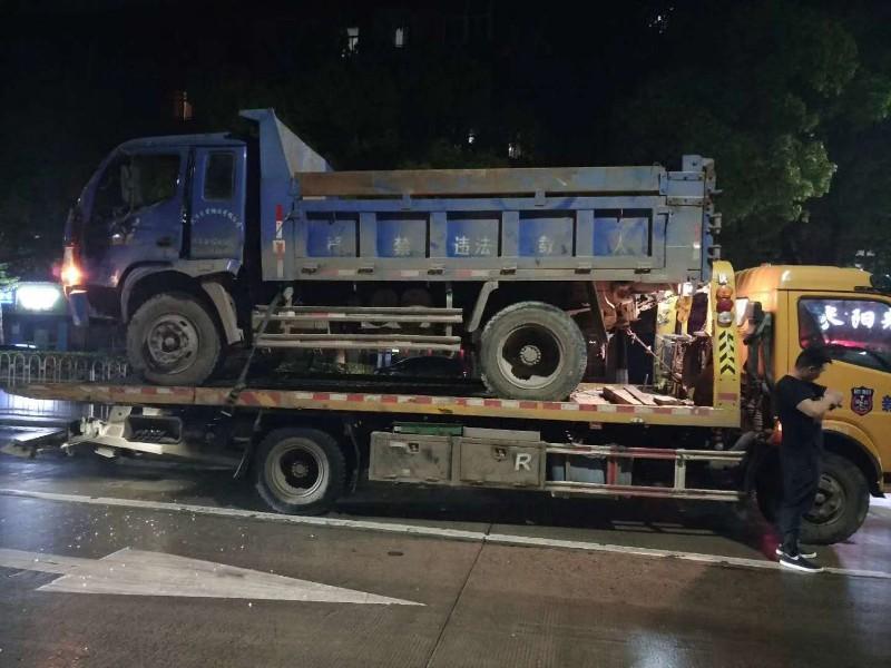 大连道路救援搭电换胎送油大连拖车大连流动补胎救援电话