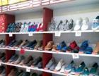 老北京布鞋店的展柜,一组三百.