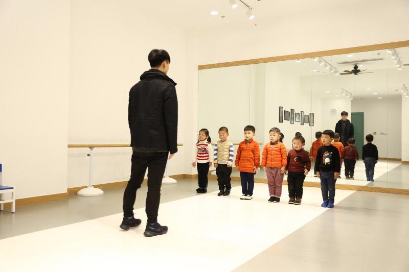 无锡少儿模特培训班 幼儿形体儿童T台走秀 艺秀教育