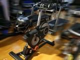 153健身器材城 健身车使用 爱康71015健身车