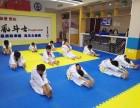 训练跆拳道为什么一定要穿统一的跆拳道服 青岛风斗士跆拳道