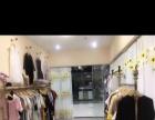 展示柜,展示衣架四套,收银台,衣架250个。模特,