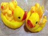 洗澡戏水小鸭发声会叫儿童玩具黄色小鸭子捏捏叫小黄鸭套装