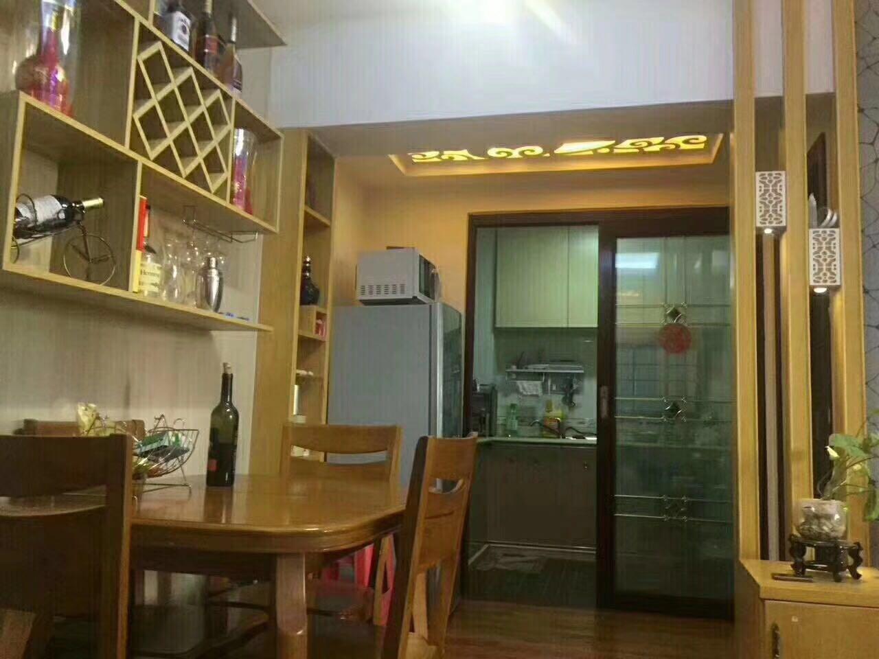 新 荣昌广场 万达商圈 客运站 豪装两房无在校生 近万达