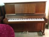 东营里有卖二手钢琴的