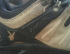 九成新的国际名牌登山鞋
