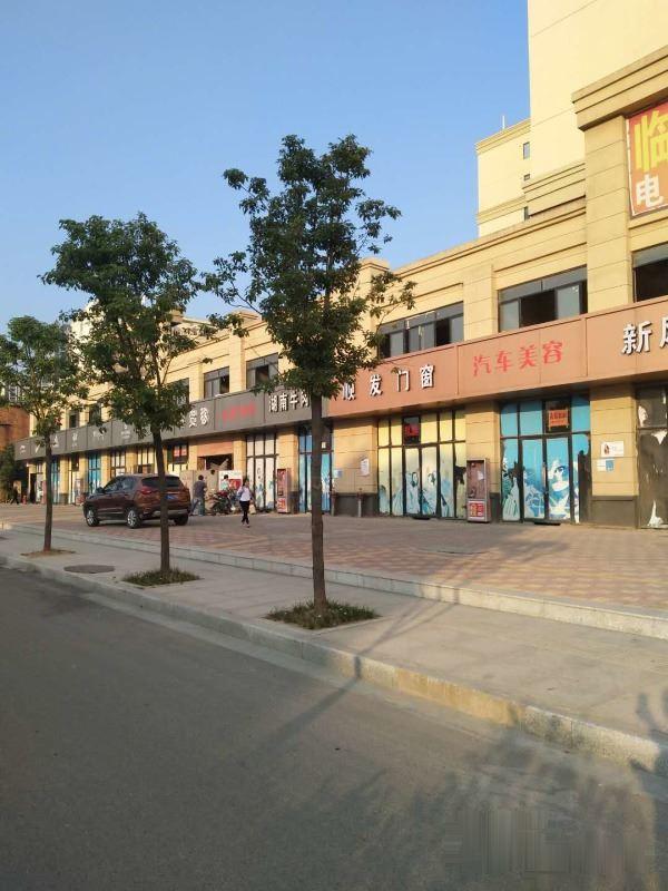 万湖综合市场斜对面 105国道旁沿街旺铺清盘出售
