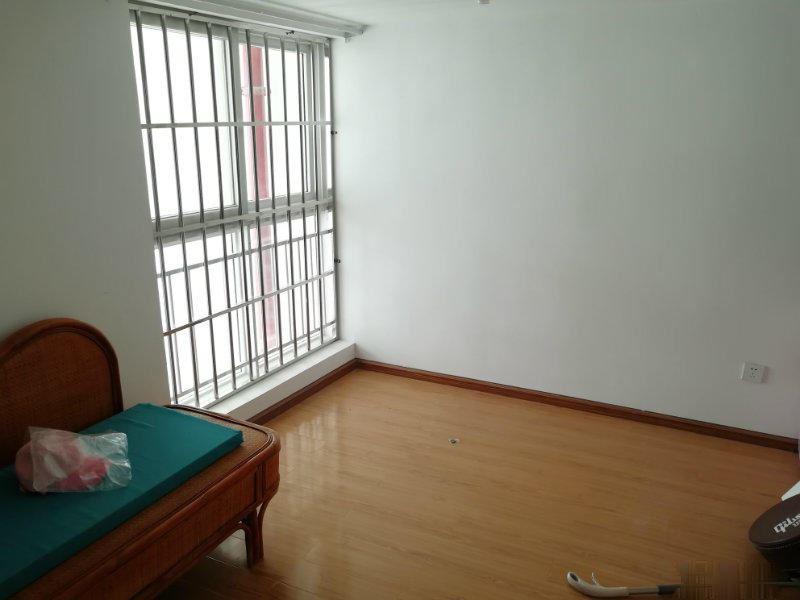 尚品国际复式公寓出售,有电梯,4楼31万低价出售