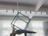 广州全日制舞蹈培训班专业学爵士舞和钢管舞毕业安排高薪就业