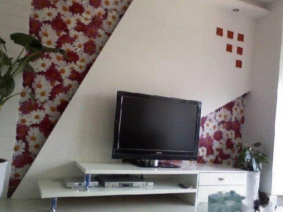 喀什路众合公司家属 2室2厅90平米 中等装修 押一付三