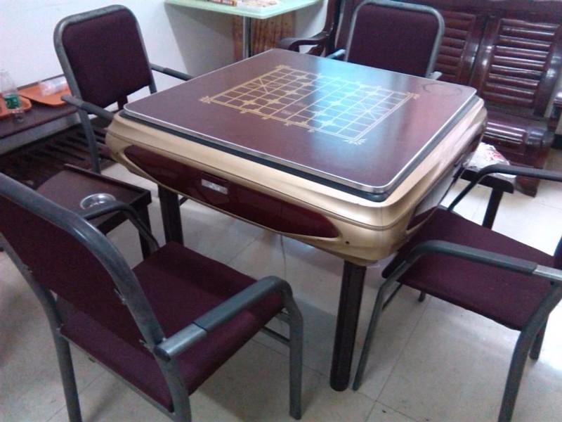 9成新麻将机带4把椅子
