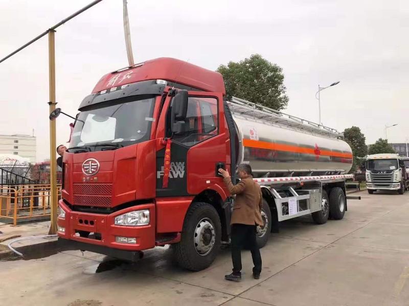 东风天锦小三轴CSC5252GYYLDA型铝合金运油车