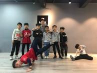 我想学跳舞,请问钟落潭镇,芳村有没有舞蹈培训班?