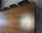 全新的办公桌