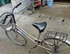 女士自行车。非常好骑。