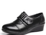 批发2014春休闲女士真牛皮单鞋保暖搭扣软底中坡跟中老年妈妈鞋子