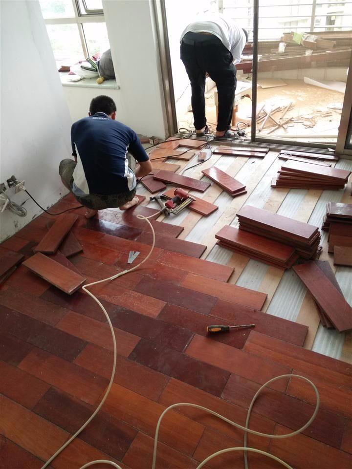 宝山区家专业具维修地板翻新打磨上漆安装保养