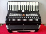 转让60贝司鹦鹉牌手风琴