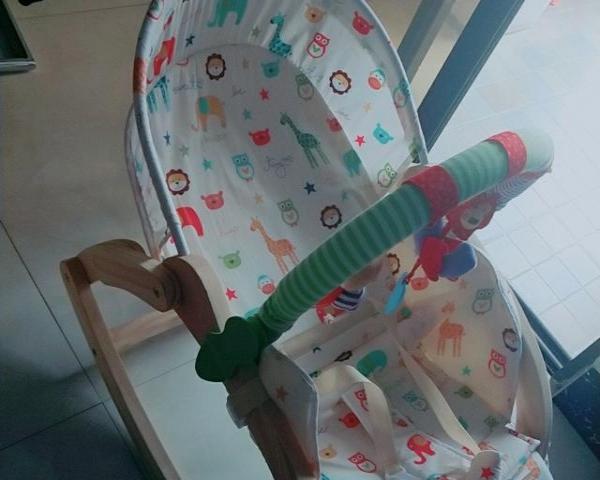 宝宝实木摇摇椅,妈妈好帮手