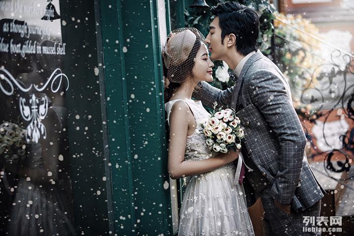 金色米兰 这个冬天带上你爱的她漫步在洁白的大雪中