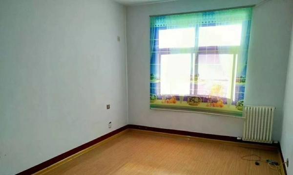 金太阳附近 温馨两居室 家具齐全 拎包入住 看房打电话