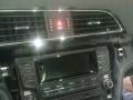 导航音响,行车记录仪安装中