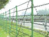高速公路护栏网也可以起到声屏障的作用
