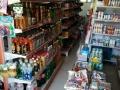 两小区正门超市出兑